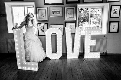 Meriscourt barn Cotswolds documentary wedding photographer