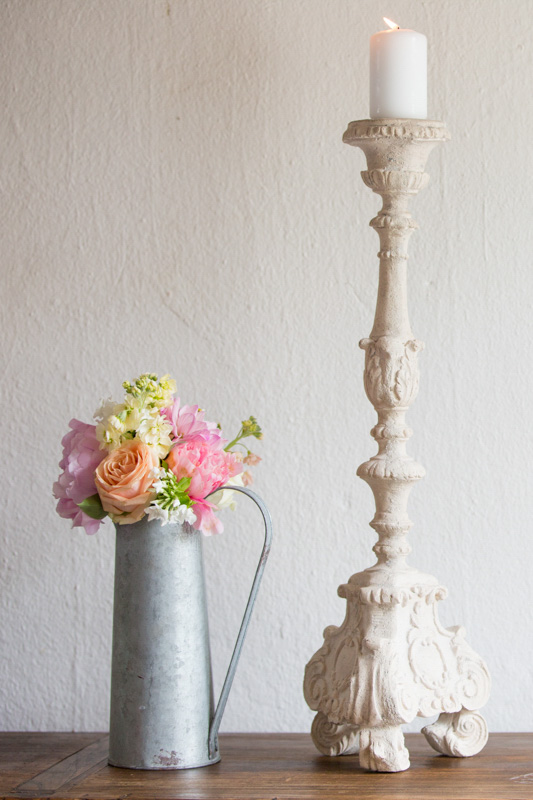 Beautiful wedding flowers at barn wedding in Cotswolds