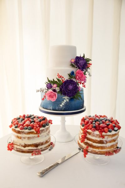 wedding photography Henley naked cake