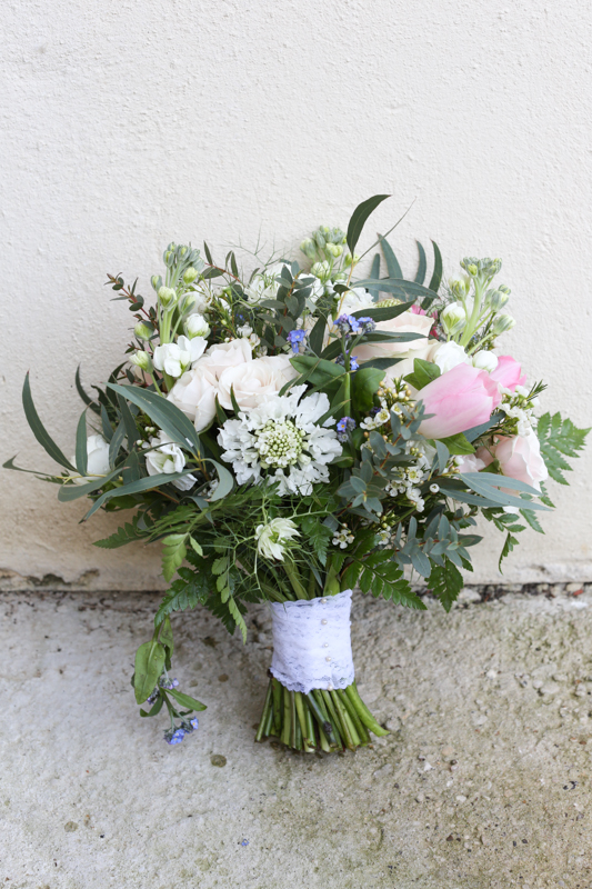 Beautiful rustic wedding bouquet in Abingdon