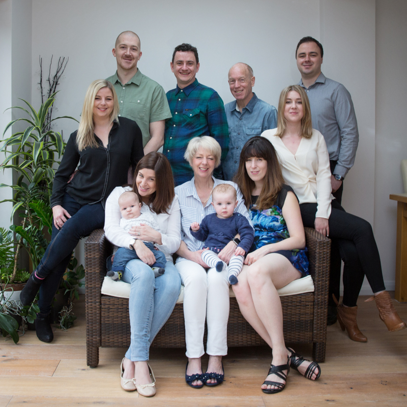 Large group in family photo shoot in Henley