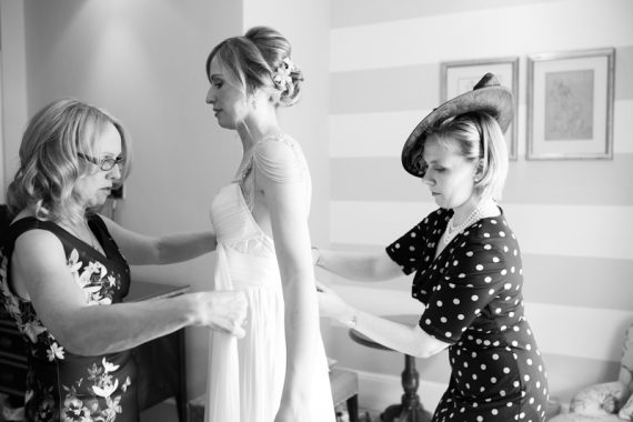 Bridal prep at Red Lion Hotel in Henley