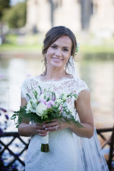 Bridal shot in garden of Compleat Angler in Marlow